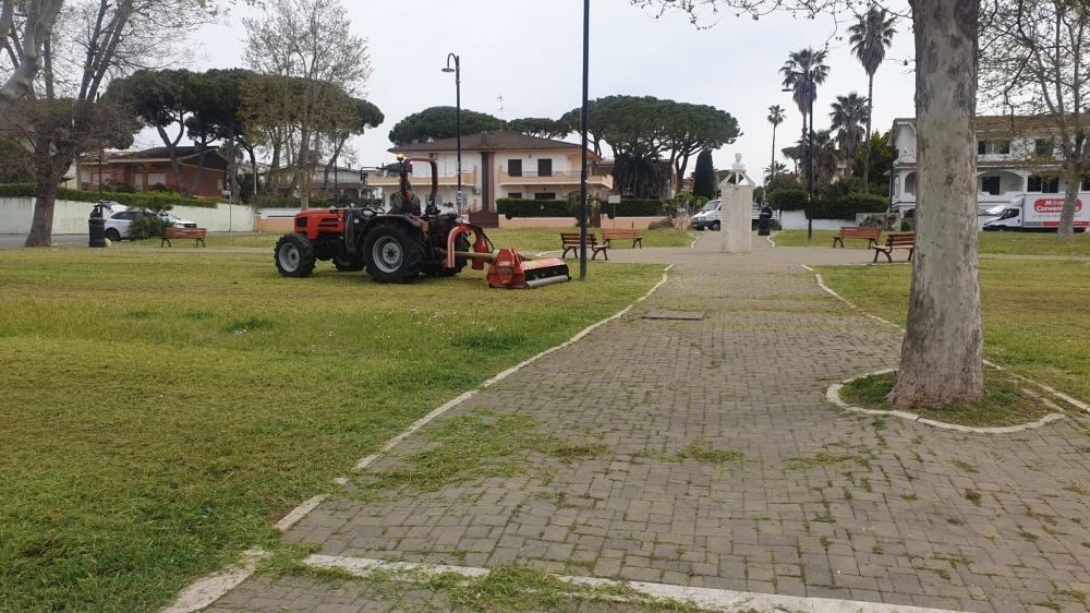Piazza Salvo D'Acquisto a Lido delle Sirene.